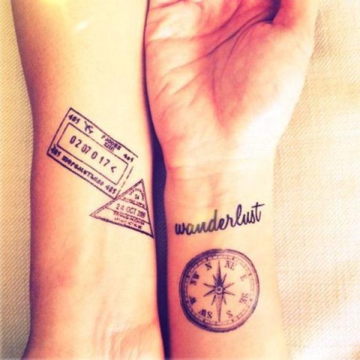 voyager ensemble tatouage pour les aventureux, wonderlust et compas, tatouage couple sur le poignet, tatouage commun couple, expression d'amour