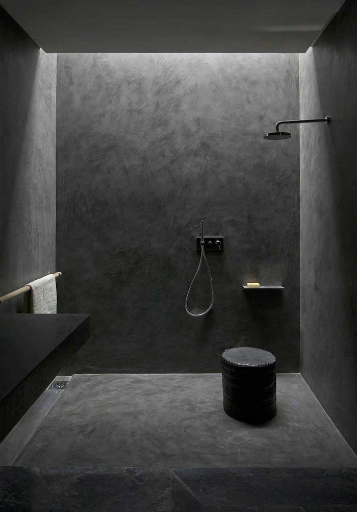 salle de bain en TADELAKT gris anthracite monobloc avec douche italienne sans carrelage