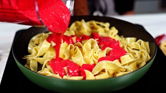 ajouter la pirée de betterave à l intérieur de la poele exemple de p6ates maison cuisson à la poele recette italienne d halloween original