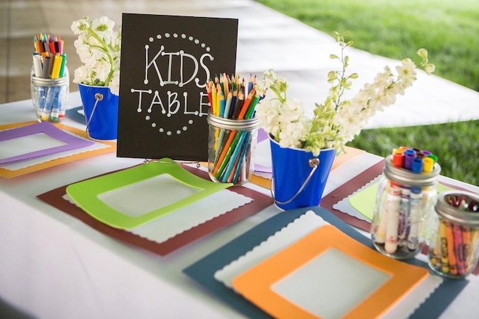 animation anniversaire enfant ou mariage, table enfant pour réaliser une activité manuelle primaire, faire un cadre photo diy