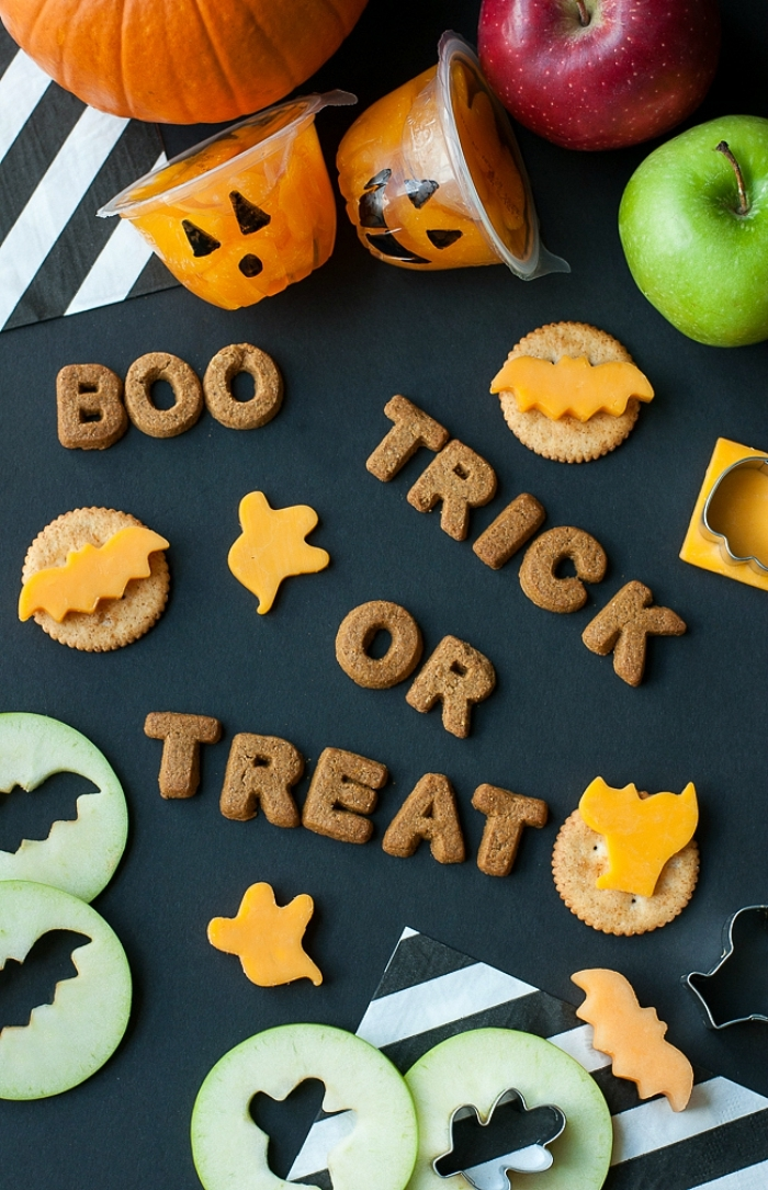 idée originale pour réaliser un amuse bouche halloween en forme de chauve-souris ou de fantôme d'halloween, des bouchées d'halloween détaillées en formes d'halloween