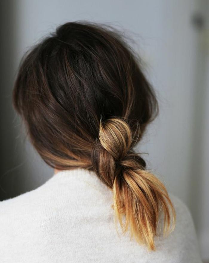 coloration tie and dye blond caramel sur pointes cheveux longs bruns et attachés
