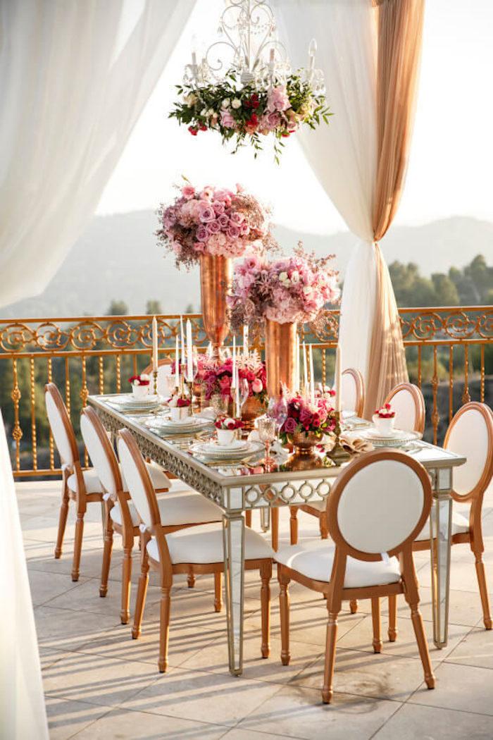 Fête anniversaire deco table anniversaire 18 ans décoration anniversaire 18 ans, veranda décoration avec fleurs et table luxueuse