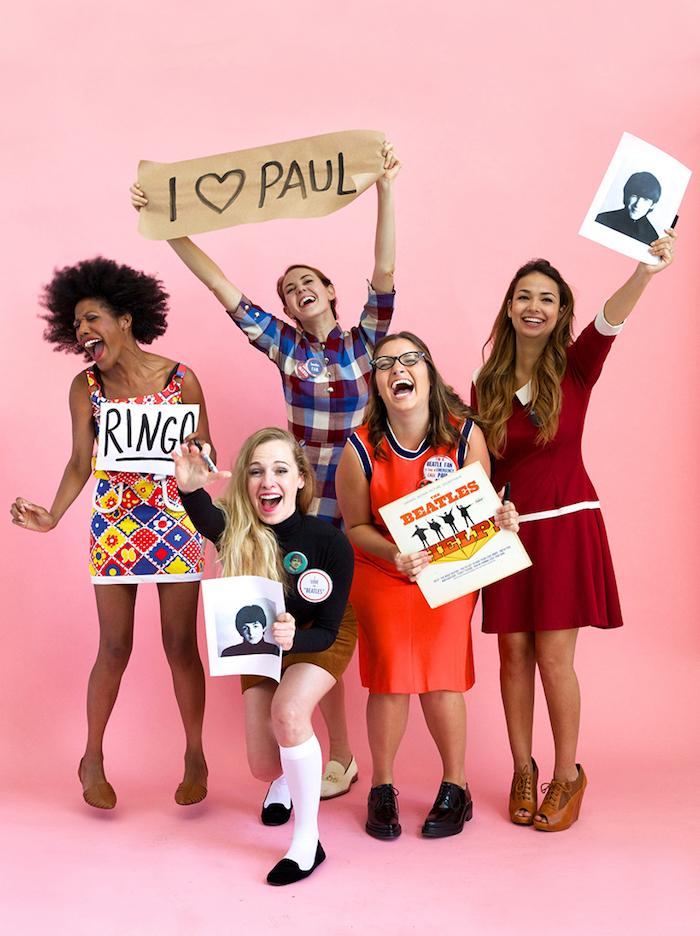 Comment s'habiller pour une soirée halloween, déguisement carnaval pour le dernier moment, groupe de filles qui aiment the beatles