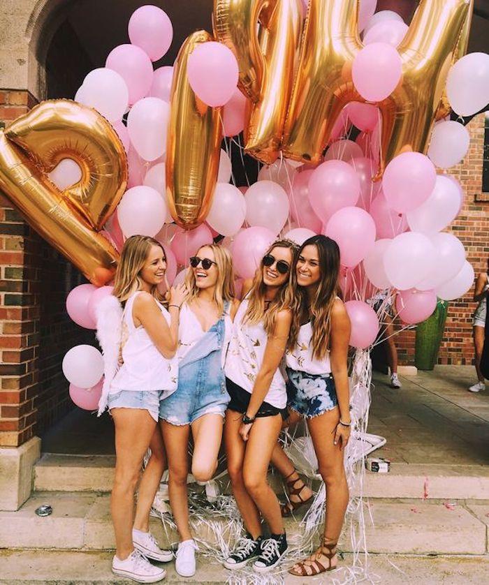 Deco anniversaire 18 ans, simple décoration anniversaire 18 ans avec ballons originaux, photo d'amies, cool idée pour la fête