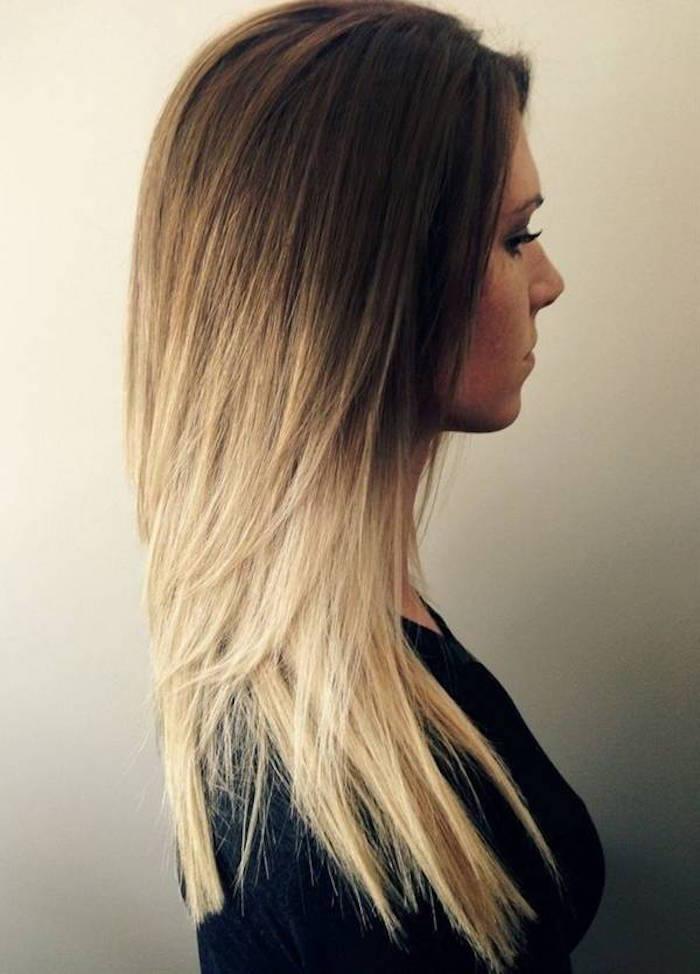 femme avec couleur ombrage tie dye blond sur cheveux chatain longs et raides en dégradé