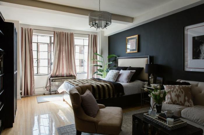 deco peinture chambre et salon, grandes fenêtres avec rideaux pâles, mur gris anthracite