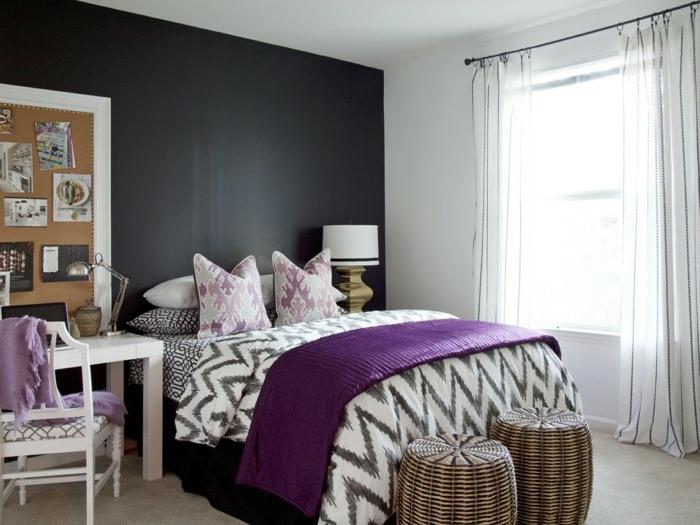 peinture pour chambre gris anthracite, jeté de lit graphique, tabourets, petit bureau blanc