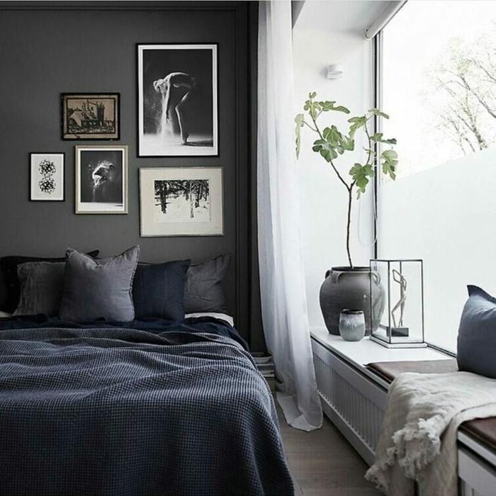 intérieur style scandinave avec deco peinture chambre mur anthracite, pot de fleur, grande fenêtre