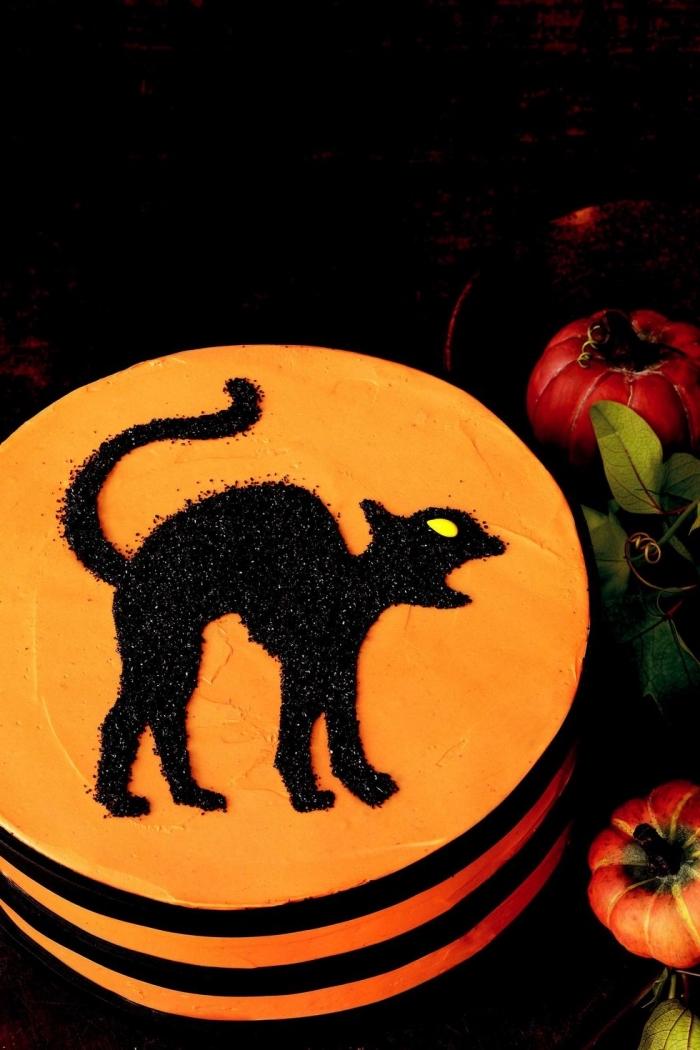 idée pour un gateau facile a faire, modèle de gâteau effrayant au chocolat avec ganache orange et déco en sucre noir design chat