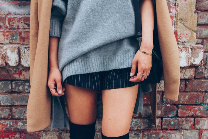 Tenue avec cuissarde, comment porter des cuissardes, chouette idée tenue pour femme en automne et hiver avec pull gris