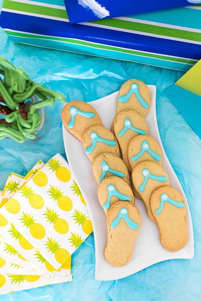 Comment fêter ses 18 ans façon inoubliable, joyeux anniversaire 18 ans, biscuits à la forme de tongs