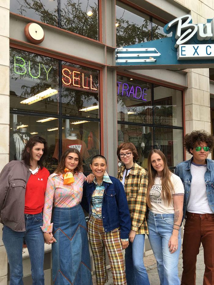 Idée déguisement de groupe cinema inspiration, that 70s show deguisement amis de série télé, photo de groupe d'amis costumes années 70