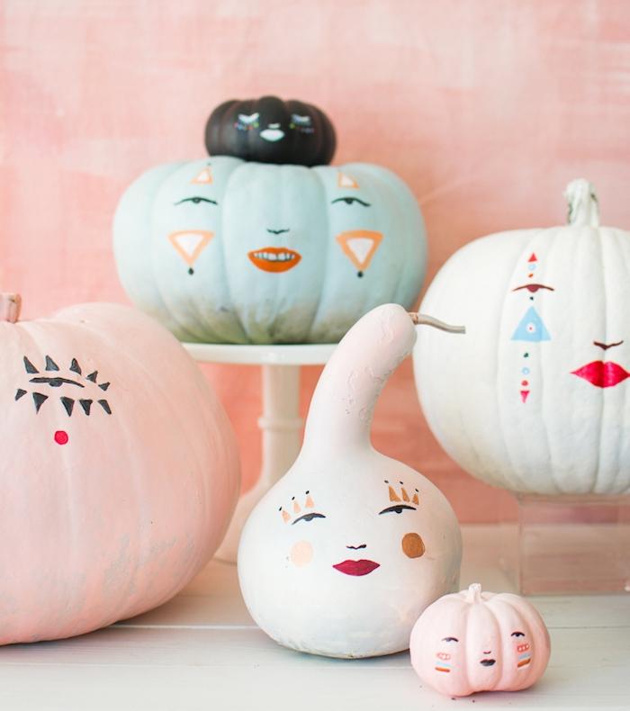 activités halloween originaux en citrouille ou potiron décoré de dessins traits de visage aux indélébiles colorés
