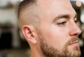 Coupe de cheveux homme dégarni – finir en beauté