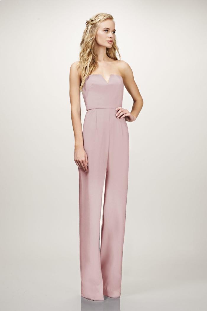 idée combi pantalon de couleur rose pastel aux jambes fluides avec bustier en V, tenue mariage avec pantalon