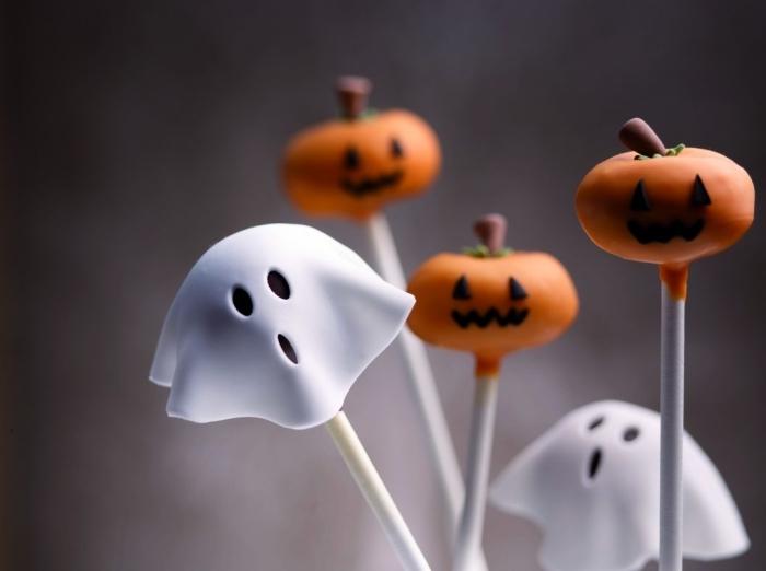 modèles de toppers effrayants à design citrouille et fantôme pour une déco de gâteau d'Halloween facile à faire