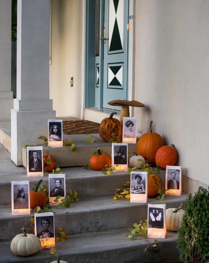 décoration halloween extérieur a fabriquer soi meme, deco escalier halloween en citrouilles, potirons et photophores sac en papier avec des photos noir et blanc effrayantes