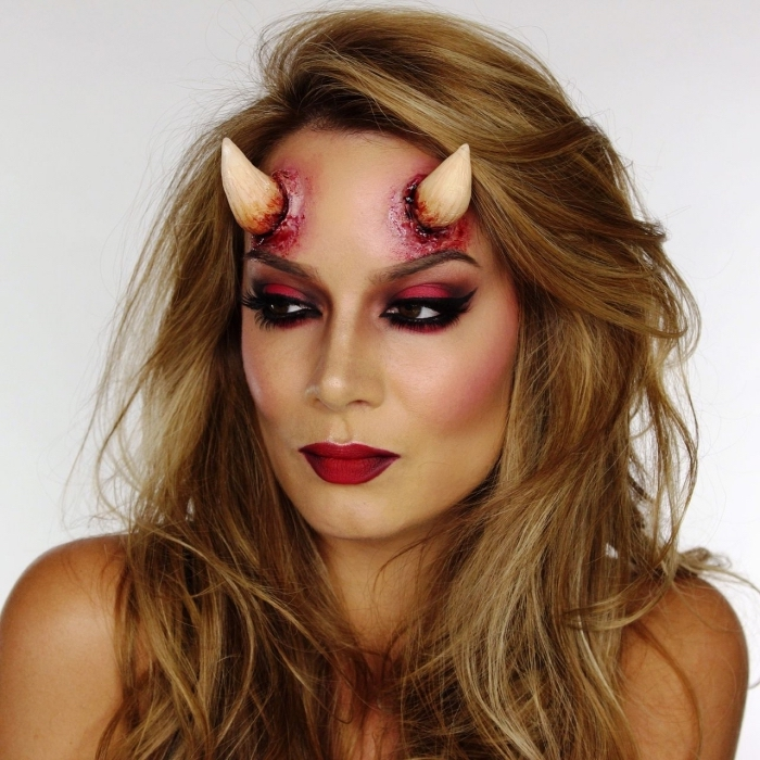 comment faire des fausses cornes de diable maquillage diable halloween fard a  paupie re rouge bouche rouge carmin