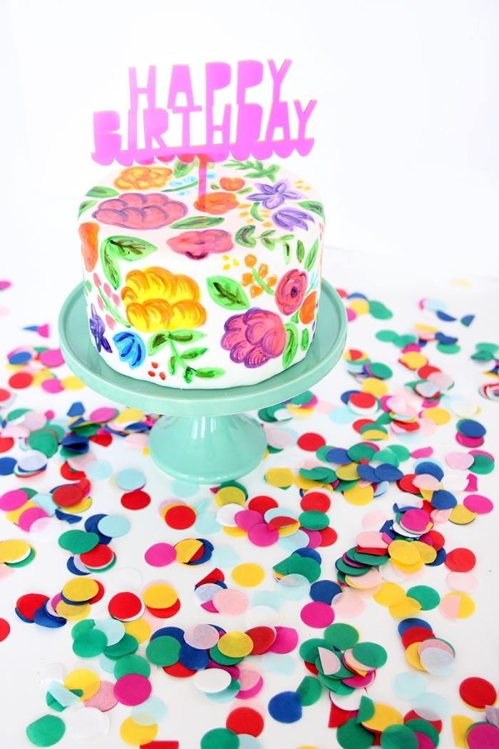jolie décoration à dessin gateau anniversaire réalisée avec des colorants à glaçage, cake d'anniversaire à dessins floraux