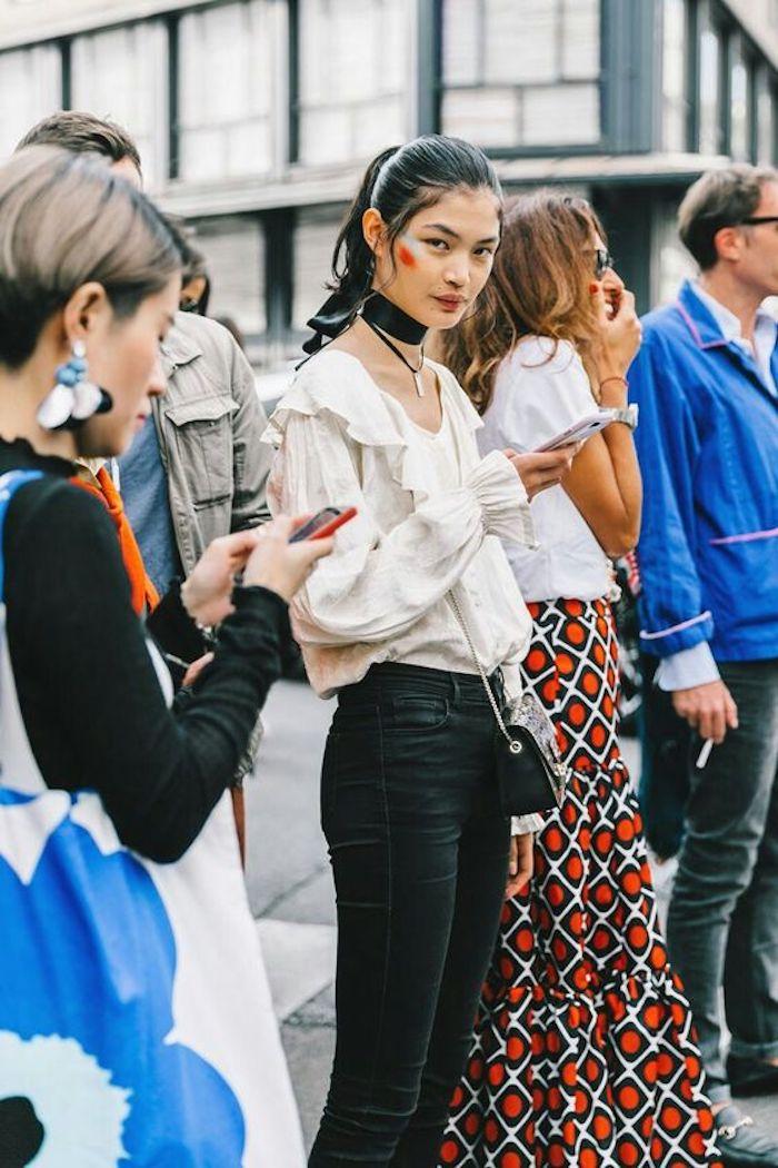 Vetement année 80, jean et chemise look année 80, le top look année 80, vêtements chic, collier chocker