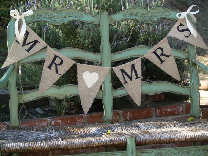 bannière mr et mme pour un deco mariage champetre pas cher, deco mariage champetre a faire soi-meme