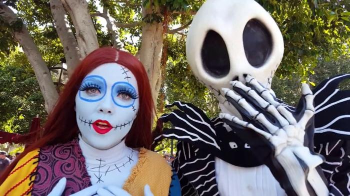 déguisement halloween couple, maquillage et masque d'extraterrestre, idée de deguisement duo