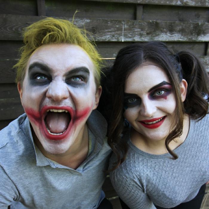 deguisement couple pas cher, jeune couple de vampires maquillés pour halloween, homme cheveux jaunes, tee-shirts gris