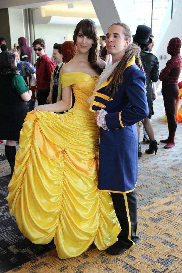 déguisement couple vintage style La Belle et la Bête, robe jaune, costume bleu