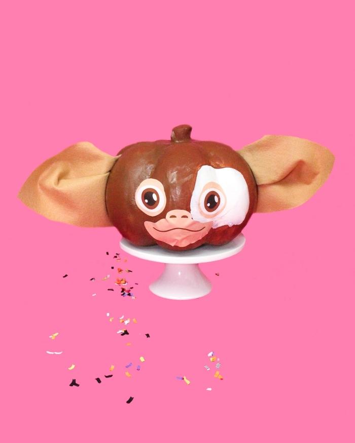 gâteau sur le thème d'Halloween, modèle de gâteau en forme de citrouille et à design animalier au glaçage chocolat