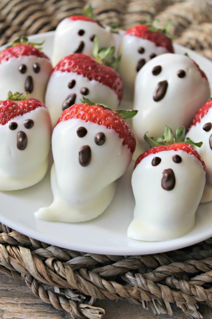 recette facile de fraises fantômes enrobées de chocolat blanc comme dessert santé