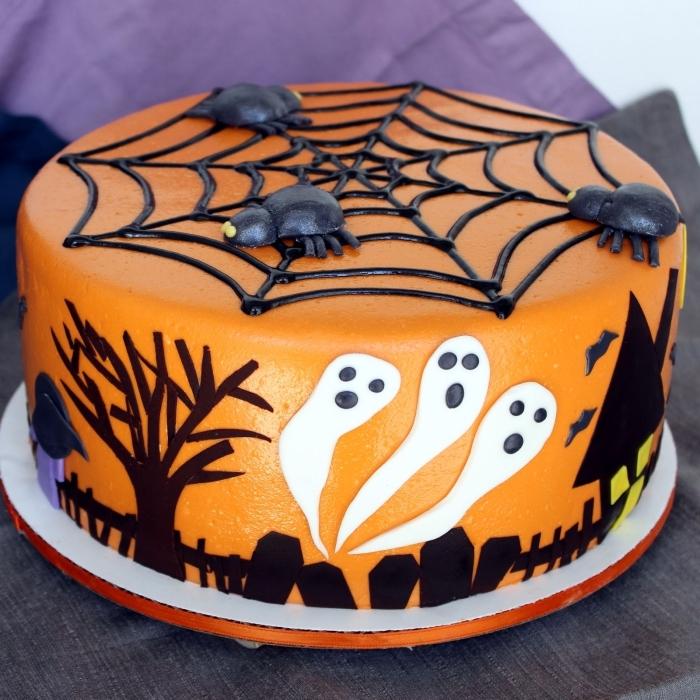 modèle de gateau halloween araignée, idée comment faire un gâteau au glaçage orange avec déco toile d'araignée en chocolat