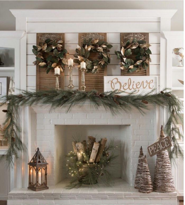 idée de déco pour cheminée thème hiver feerique avec couronnes feuilles guirlande de pin panier de buchettes, briques blanches