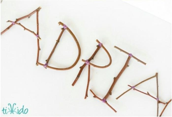 mariage theme champetre, lettres décoratives en brindilles de bois à faire soi-même