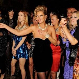 Une soirée année 80 - comment s'habiller et bien accessoiriser votre tenue