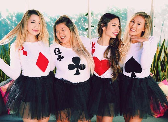 Merveilleuse idée déguisement de groupe amies, cartes de jeu comme dans alice au pays de merveilles une idée deguisement halloween maison thématique