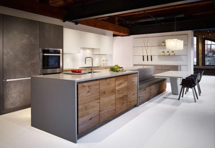 avec quelle couleurs associer le gris anthracite dans une cuisine moderne, modèle de cuisine avec îlot en gris et bois
