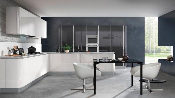 modèle de cuisine équipée avec ilot d'angle, déco moderne en couleurs neutres dans une cuisine spacieuse aménagée en blanc et gris
