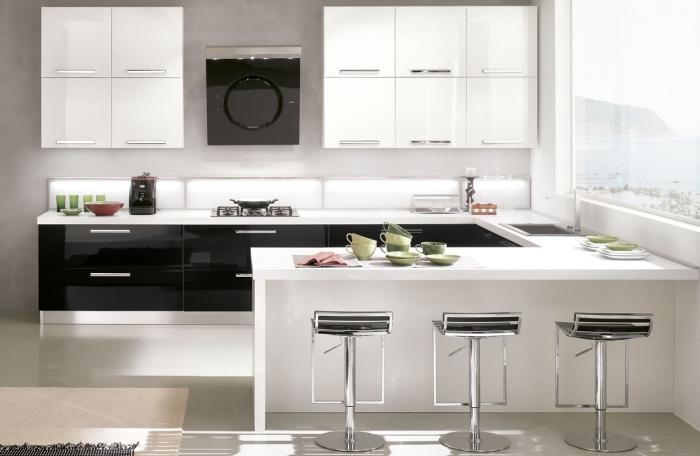 comment décorer une cuisine tendance moderne, idée design petite cuisine avec ilot central en U, meubles cuisine moderne avec éclairage