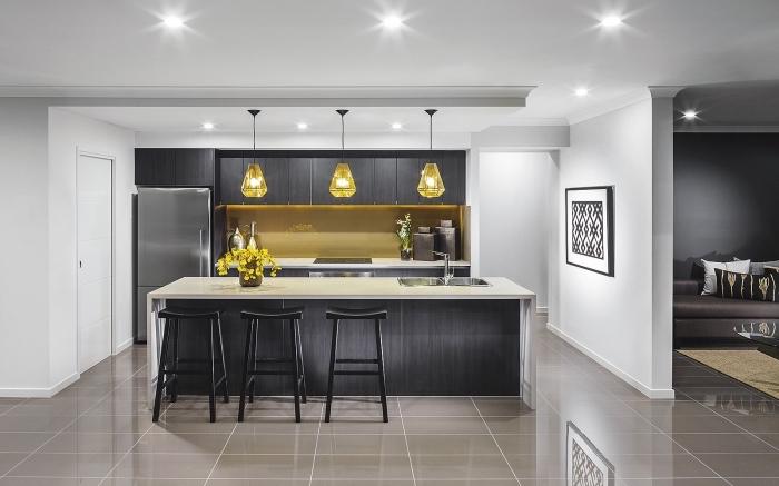 quelles couleurs combiner pour aménager une cuisine moderne, design luxueux et stylé dans une cuisine avec îlot évier