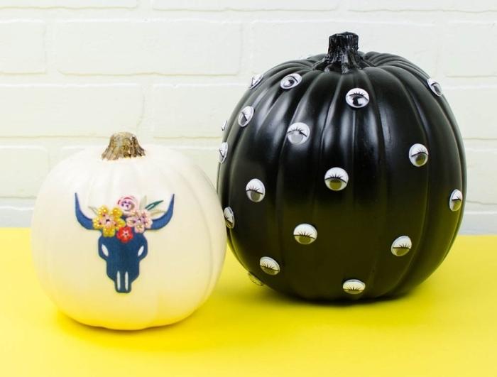 modèle de citrouille halloween peinte en noire avec déco en yeux mobiles, citrouille halloween dessin facile à design boho chic