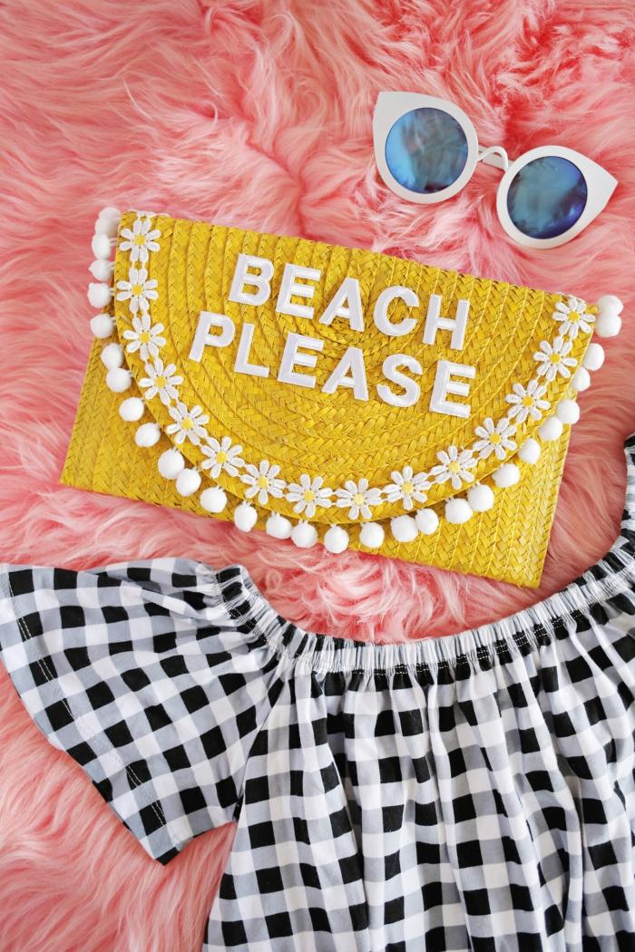 diy pochette d'été avec inscription avec rabat bordé de galons pompons et marguerites