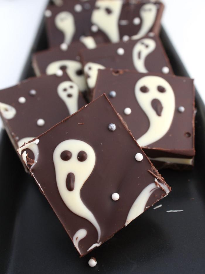 des barres chocolatées fantômes d'halloween, recette d'halloween effrayante pour le buffet sucré