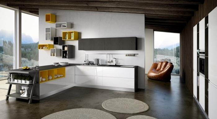 déco ultra moderne dans une cuisine en L au parquet gris foncé avec meubles en blanc et accents en jaune