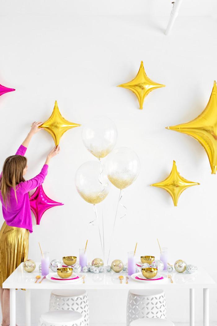 Gateau anniversaire 18 ans décoration salle anniversaire, fête organisation, étoiles dorés trop cool pour décoration de mur