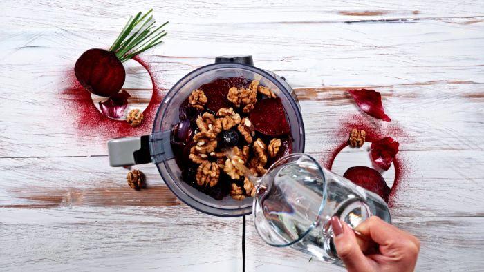 exemple pou faire purée de betteraves aux noix et oignons rouges avec eaud de pates exemple plat halloween menu terrifiant