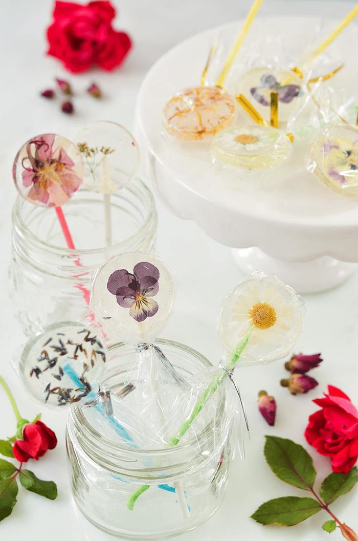 Atteindre l'âge de la majorité, deco table anniversaire 18 ans deco fete pas cher, sucettes avec fleurs comestibles