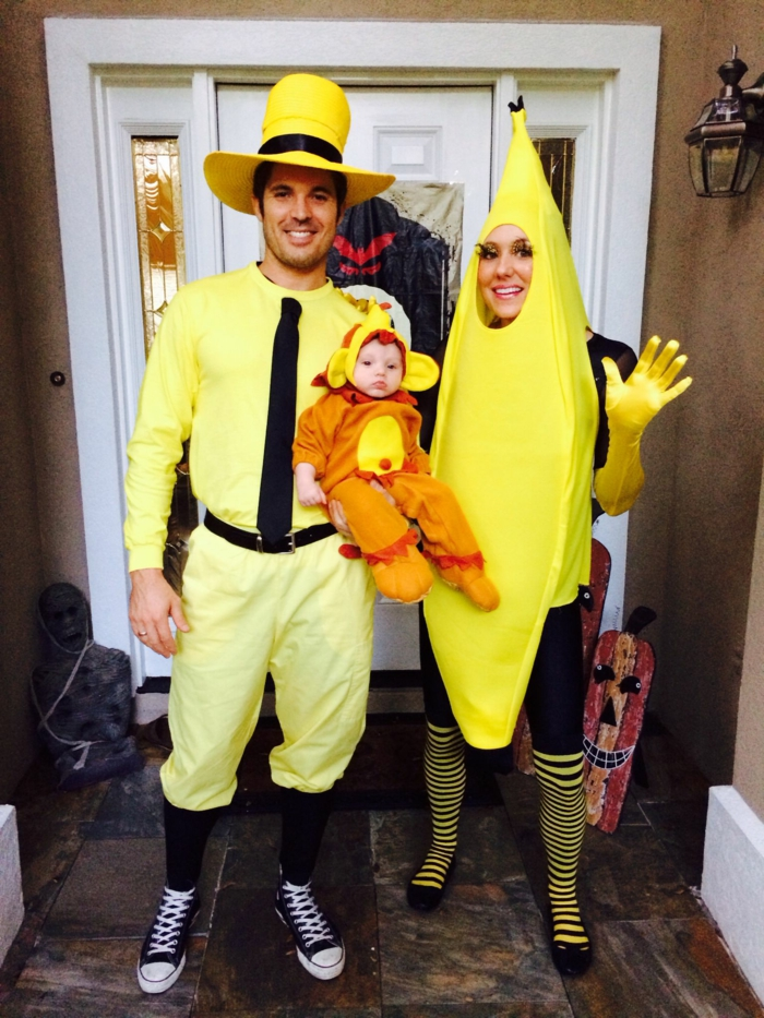 comment se transformer pour halloween, famille déguisée, petit singe, maman banan, papa avec chapeau cylindre jaune