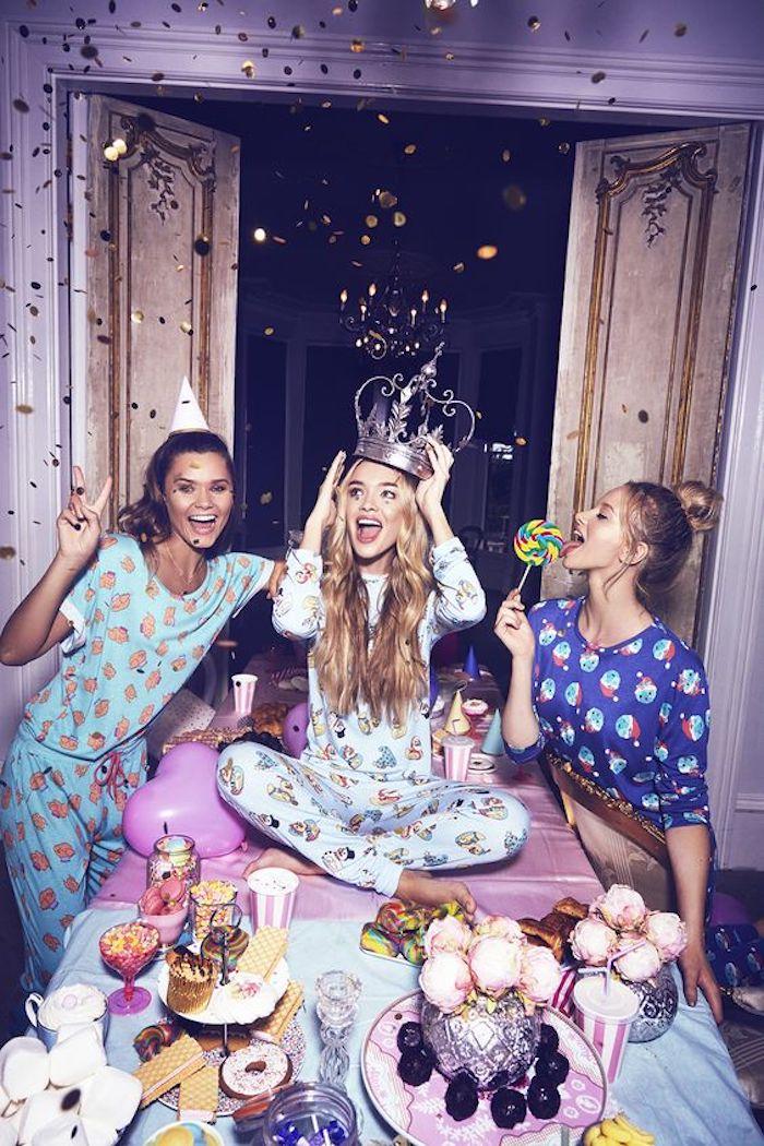 Décoration anniversaire 18 ans, deco anniversaire pas cher, célébrer avec amies et junk food, cool idée princesse célébration pyjama