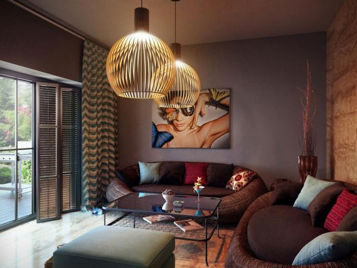 salon avec un fond coloré pastel, deux lampes bambou, photographie artistique, sofas cool